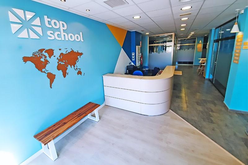 Recepción academia de inglés en Elche Top School