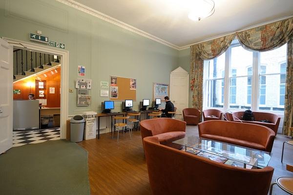 Escuela de inglés en Edimburgo | Basil Paterson Edinburgh 1