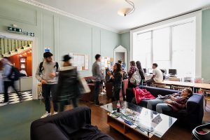 Escuela de inglés en Edimburgo | Basil Paterson Edinburgh 14