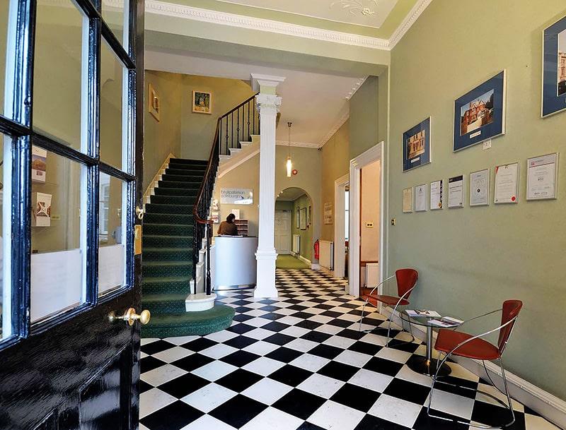 Escuela de inglés en Edimburgo | Basil Paterson Edinburgh 4