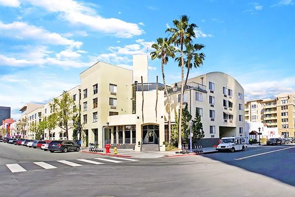 Alojamiento escuela de inglés CISL Converse San Diego: J Street-Island Inn Residences 1