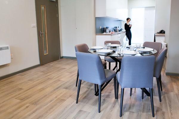 Alojamiento escuela de inglés EC English Dublin 30+: Residencia Comfort LIV 5