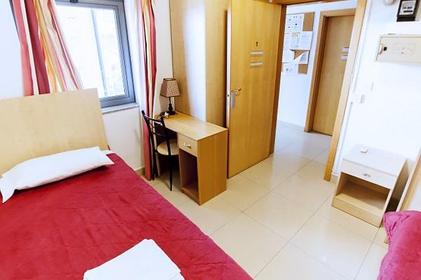 Alojamiento escuela de inglés EC English Malta 30+: Apartamento compartido estándar 4