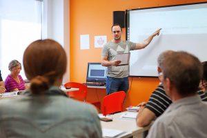 Escuela de inglés en Toronto para mayores de 30 años | EC English Toronto 30+ 16