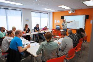 Escuela de inglés en Toronto para mayores de 30 años | EC English Toronto 30+ 2