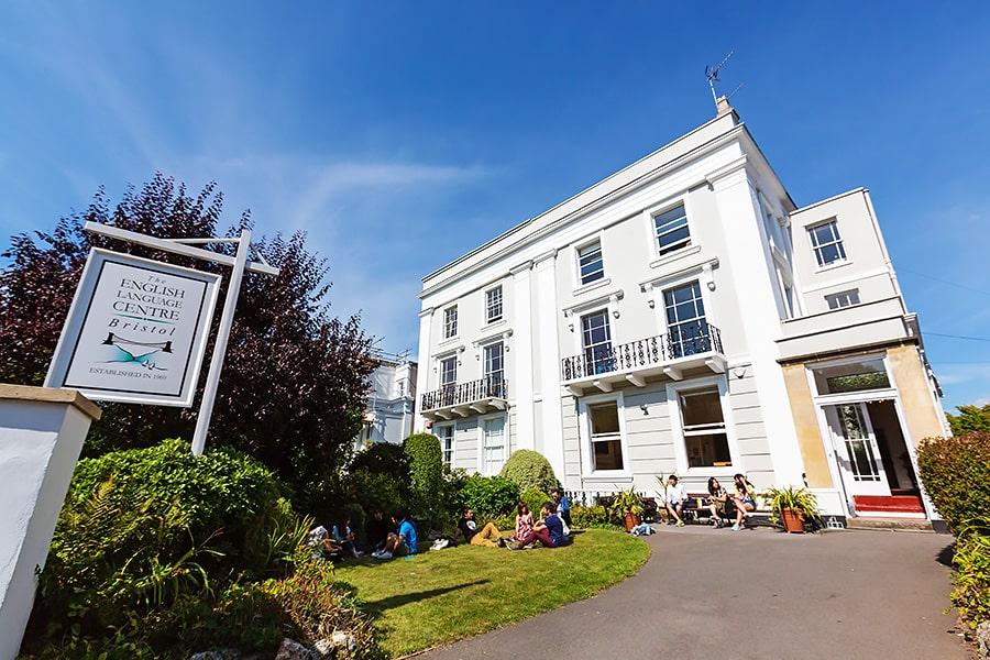 Escuela de inglés intensivo en Bristol | ELC The English Language Centre 1