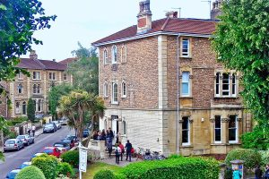 Escuela de inglés intensivo en Bristol | ELC The English Language Centre 12