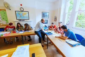 Escuela de inglés intensivo en Bristol | ELC The English Language Centre 8