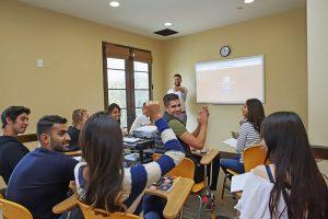 Escuela de inglés en Santa Bárbara | English Language Center ELC Santa Barbara 6