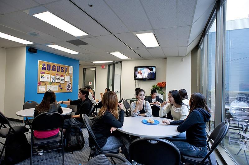Escuela de inglés en Vancouver | iTTTi Vancouver 2