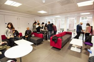 Escuela de inglés en Manchester | NCG Manchester New College Group 12
