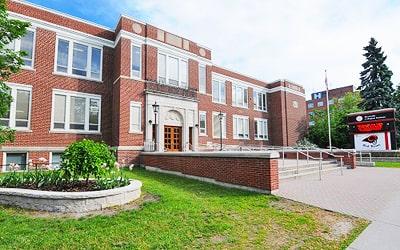 Colegio público Brockville Collegiate Institute en Brockville, Ontario