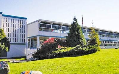 Colegio público Cariboo Hill Secondary School en Burnaby, British Columbia