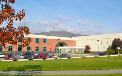 Colegio público Clarence Fulton Secondary School en Vernon, British Columbia