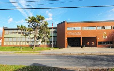 Colegio público Cornwall Collegiate Vocational School en Cornwall, Ontario