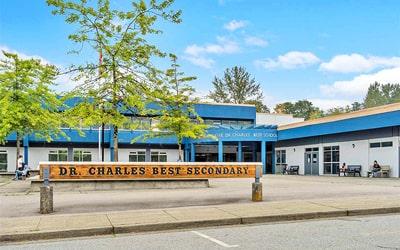 Colegio público Dr. Charles Best Secondary School en Coquitlam, British Columbia
