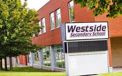 Colegio público Westside Secondary School en Orangeville, Ontario