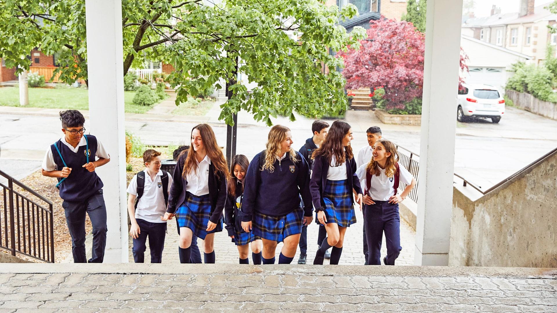 Estudiar un año escolar en el colegio privado Hudson College Toronto en Canadá