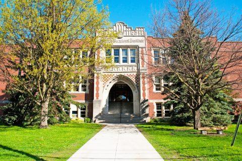 Estudiar un curso escolar en colegios públicos de Upper Grand District School Board en Guelph, Ontario