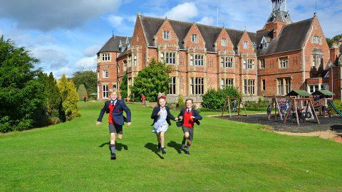 Año escolar en Inglaterra en el internado privado Bilton Grange Prep School