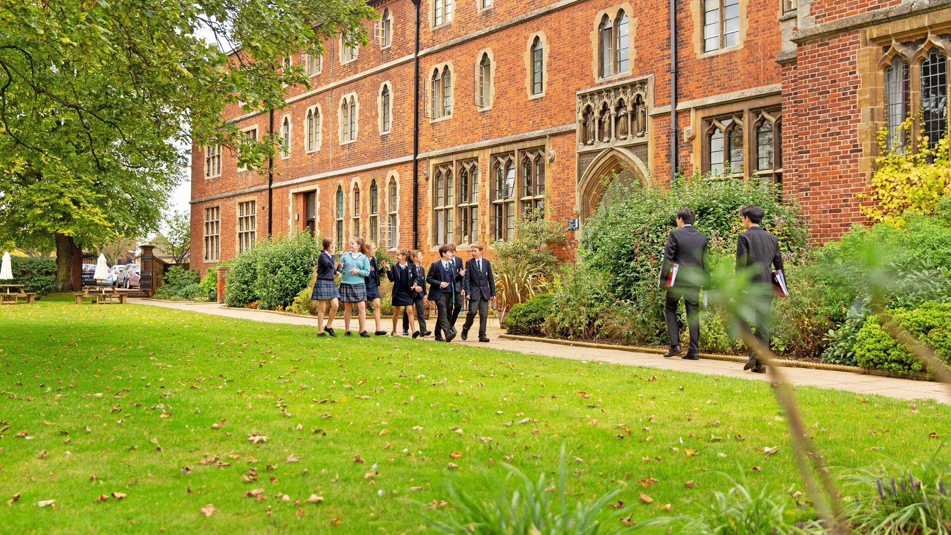 Internado año escolar en Inglaterra King's Ely School