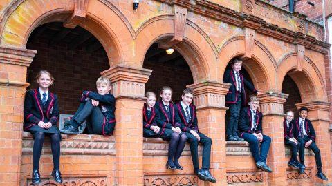 Año escolar en Inglaterra en el internado privado Lucton School