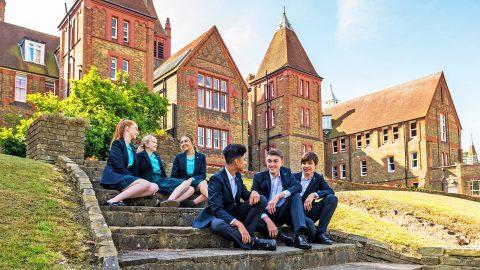 Año escolar en Inglaterra en el internado privado St Margaret's School Bushey