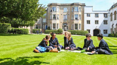 Año escolar en Inglaterra en el internado privado Warminster School