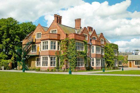 Internado privado Queen Ethelburga's Collegiate en Inglaterra