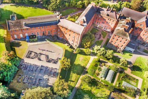 Colegio año escolar Dominican College Wicklow Irlanda