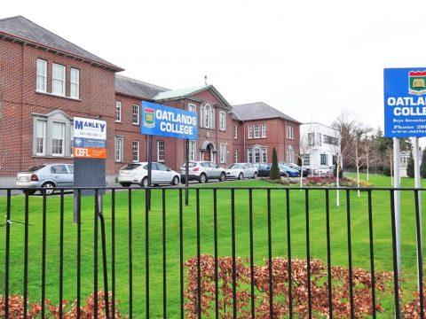 Colegio año escolar Oatlands College Irlanda