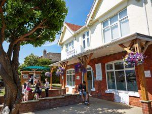 Curso de preparación First Certificate para niños y jóvenes en Bournemouth 18