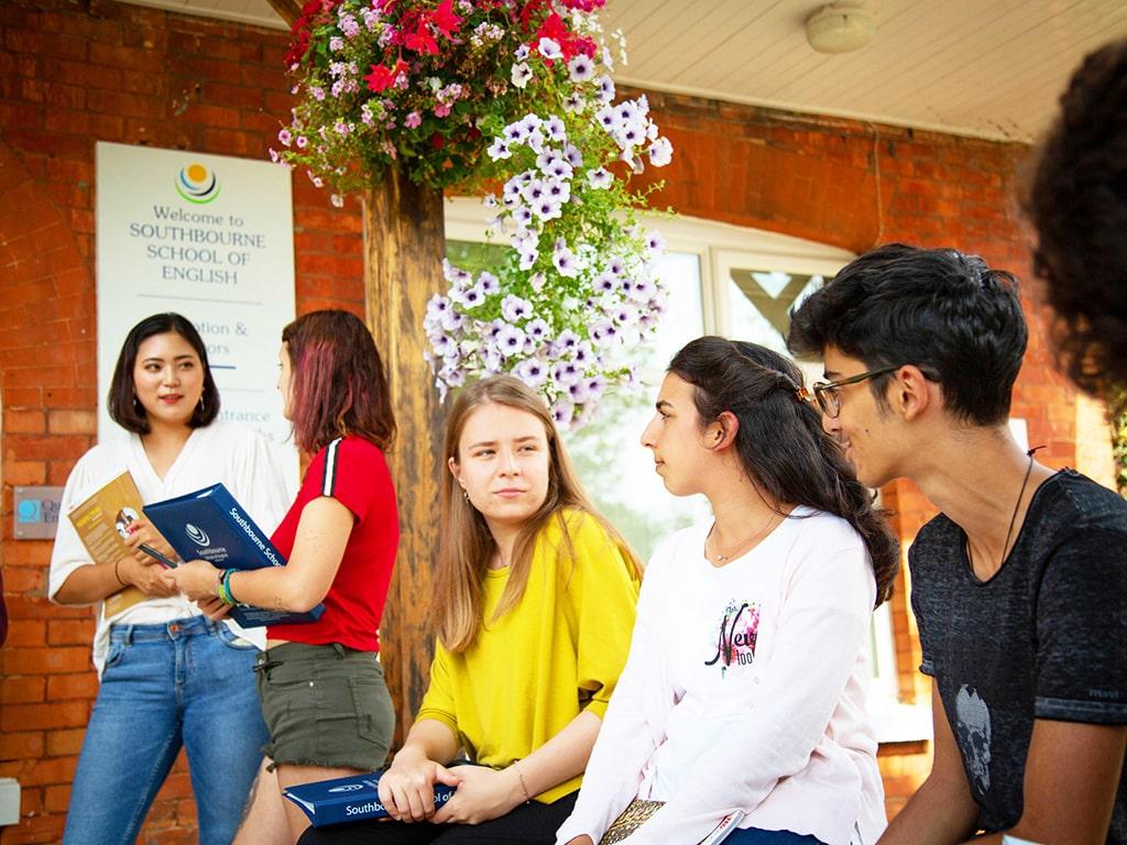 Curso de preparación First Certificate para niños y jóvenes en Bournemouth 2