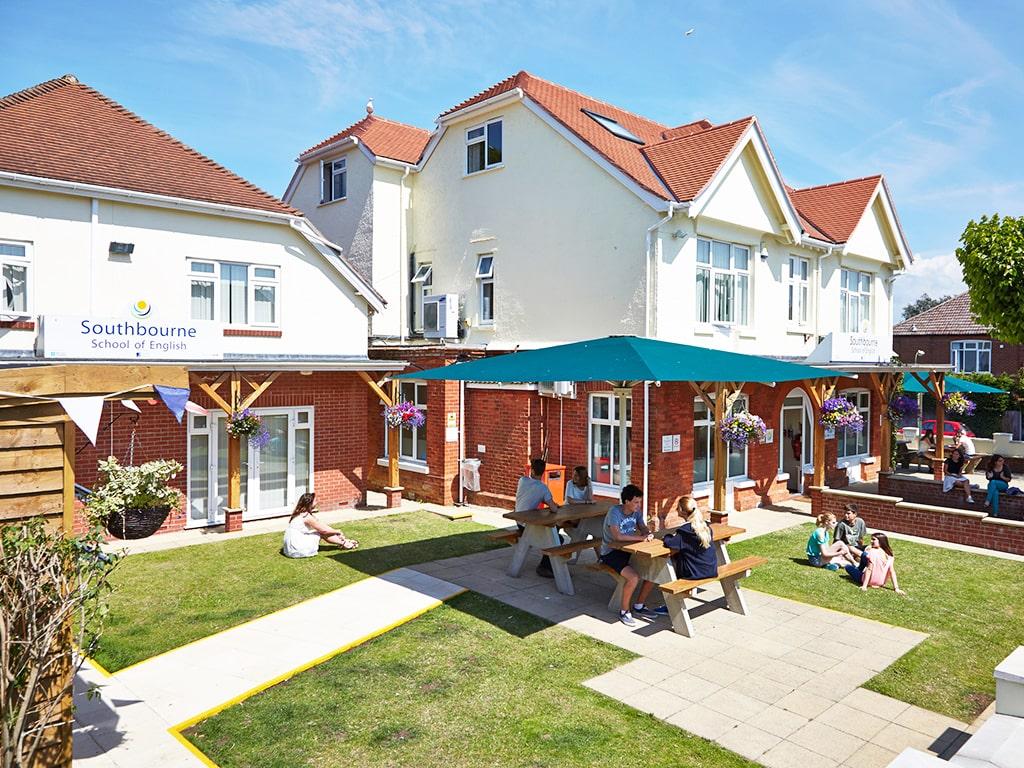 Curso de preparación First Certificate para niños y jóvenes en Bournemouth 4