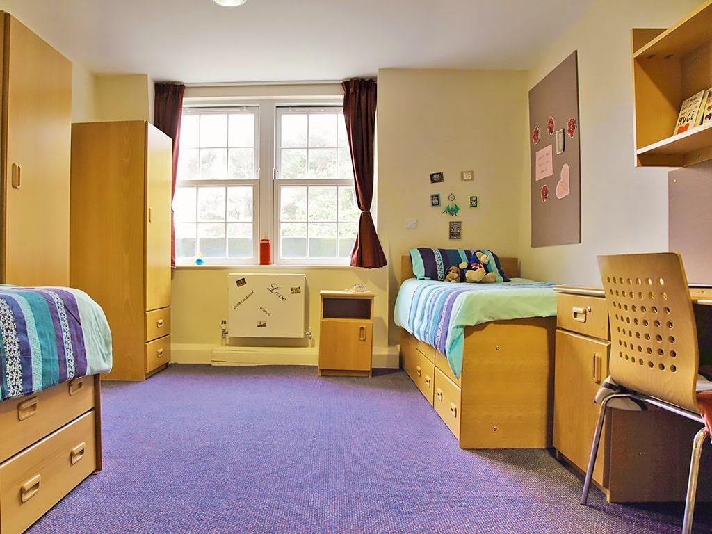 Curso de preparación First Certificate para niños y jóvenes en Bournemouth 6