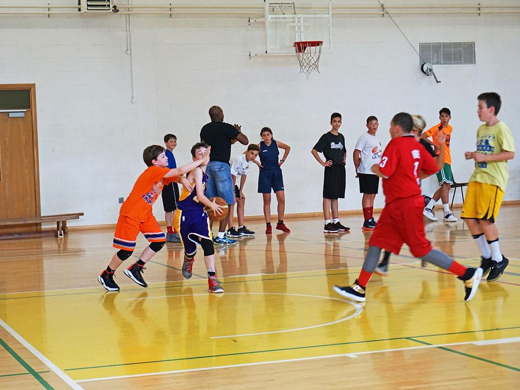 Curso de verano de inglés y baloncesto en Dublín 1