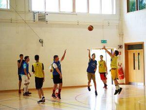 Curso de verano de inglés y baloncesto en Dublín 19