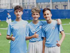 Campamento de verano de inglés y fútbol del Manchester City FC 16